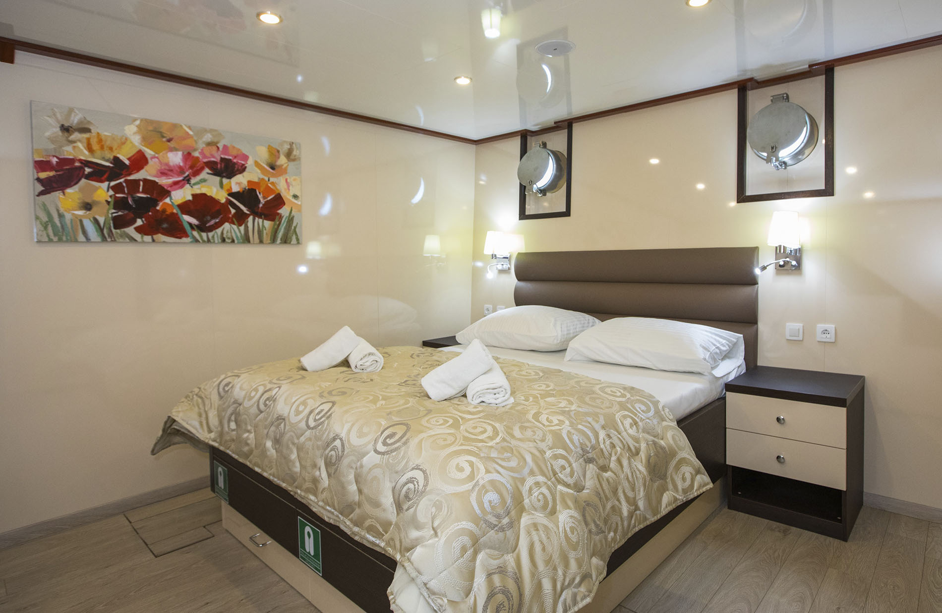 (CAT C) Twin/Double cabin with port hole, Adriatic Princess